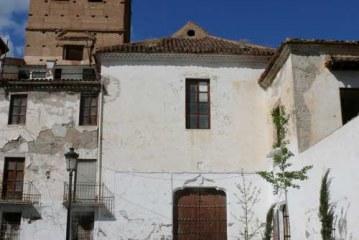 El alcalde de Guadix se interesa por el estado de las inversiones proyectadas en la Iglesia de San Francisco y el Torreón del Ferro