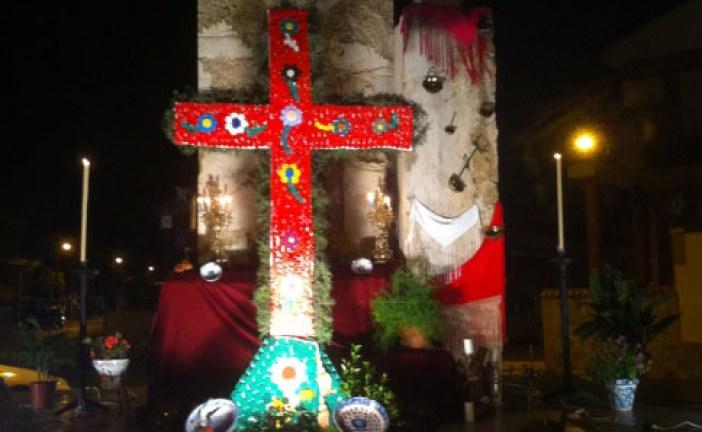 La Cruz solidaria de la Urbanización Cristo de los Favores gana este año en Guadix
