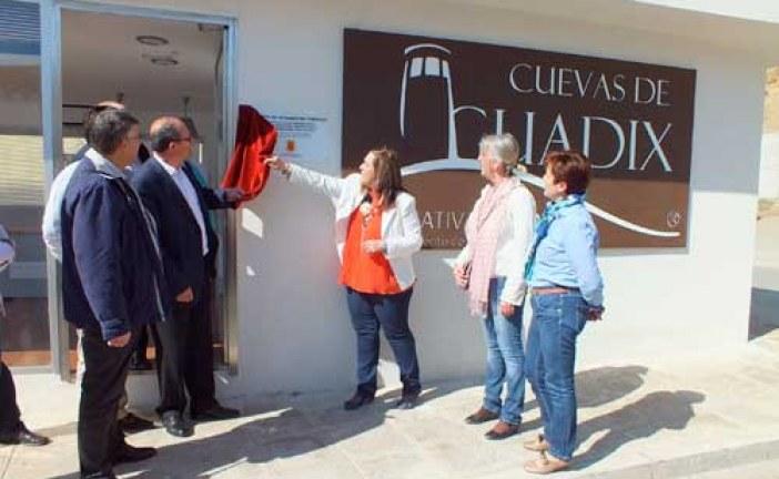 """Inaugurado el punto de información turística """"Cuevas de Guadix"""""""