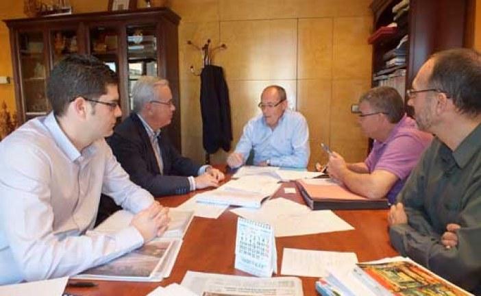 El Director de Andalucía Oriental de Endesa Gas se reúne en Guadix con el alcalde para avanzar en el gasoducto a su paso por nuestro término municipal