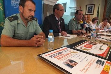 3 de Octubre: Guadix es la primera localidad de Granada en acoger el Plan Mayor Seguridad con una charla y demostración material de la Guardia Civil