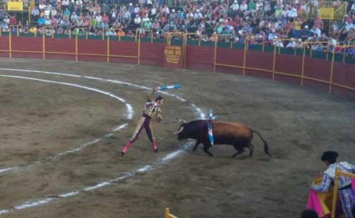 [Vídeo] El Cordobés, Padilla y El Güejareño, a hombros en Guadix (Granada)