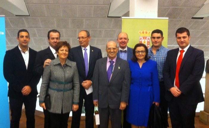 Alcalde y concejales acompañan a la Hermandad de la Virgen de la Piedad en el acto de entrega de la Medalla de la Provincia en la categoría de Oro