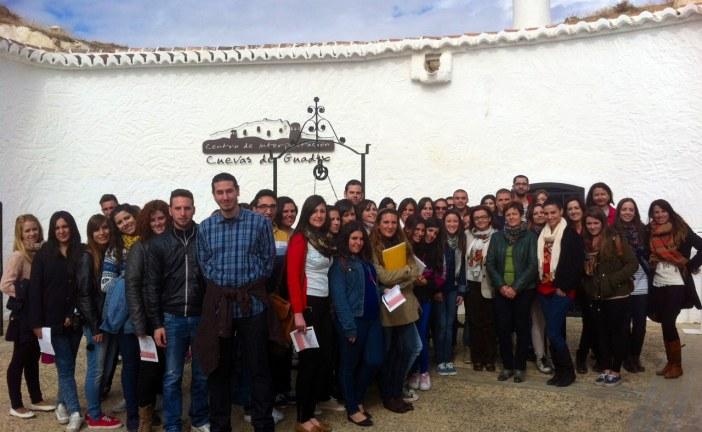 Alumnos del Ciclo Superior de Turismo del IES Virgen de las Nieves de Granada conocen el patrimonio de Guadix