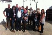 Un equipo de televisión de Channel 4 del Reino Unido rueda parte de un programa de viajes en Guadix