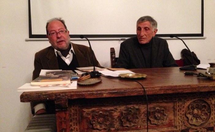 Carmelo Sánchez Muros deleita al público accitano con su lectura poética en el marco del Aula Abentofail del mes de noviembre