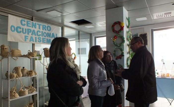 Alcalde y concejales del Equipo de Gobierno asisten a la inauguración de la exposición solidaria de Atani y Faisem