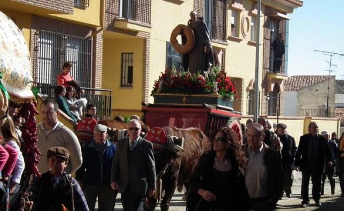 La luminaria municipal se enciende mañana a las ocho de la tarde en la Era de San Antón [Vídeo]