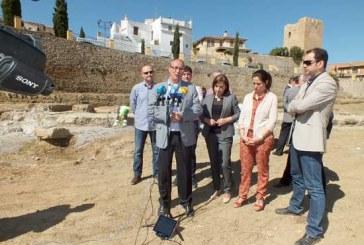 El alcalde de Guadix reclama a Cultura una respuesta para la Alcazaba, el Torreón del Ferro y el Teatro Romano
