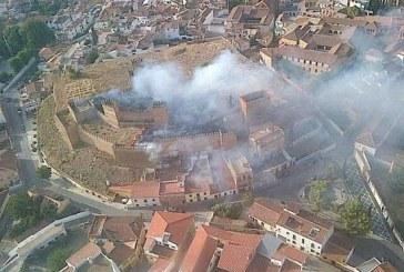 Incendio en la Alcazaba de Guadix, el Ayuntamiento niega que se diera descoordinación y demora en la atención al fuego [Vídeos]