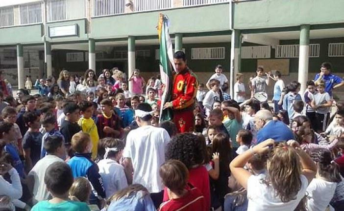 Cascamorras visita a los escolares [Vídeos]
