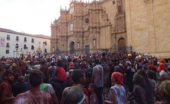 Gran carrrera y participación histórica en Guadix durante la fiesta de Cascamorras [Vídeos]