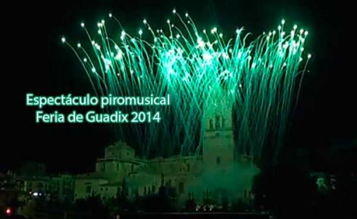 Fuegos artificiales piromusical fin de Feria de Guadix 2014 [Vídeo completo]