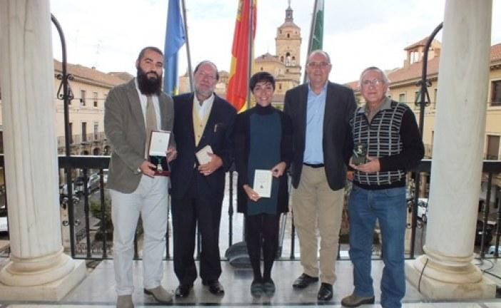 Los premiados con la Granada Coronada, Medalla de Plata y Medalla de Oro de la provincia de origen accitano se dan cita en el Ayuntamiento de Guadix