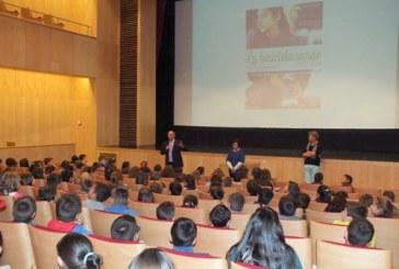 """Escolares de 5º de primaria asisten a la proyección de la película """"La bicicleta verde"""" en el marco del proyecto CinEscuela [Vídeo]"""