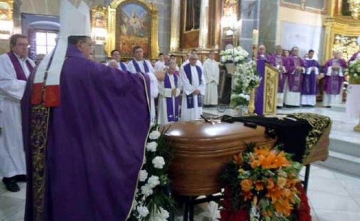 Emotivo funeral en Huércal-Overa por la madre del Obispo de Guadix, Mons. Ginés García [Vídeo]