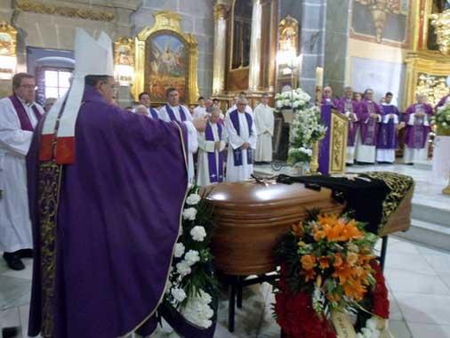 Exequias madre del obispo de Guadix
