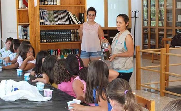 Medio ambiente y la paleontología en el taller de verano de la Biblioteca municipal