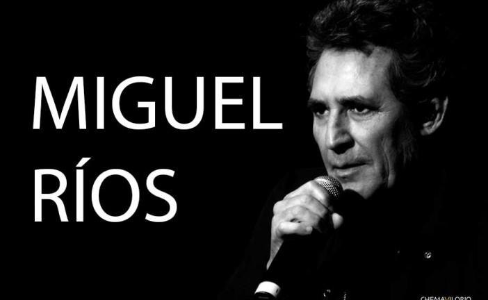 """Miguel Ríos comparte con el público accitano anécdotas de su carrera recogidas en el libro """"Cosas que siempre quise contarte"""""""