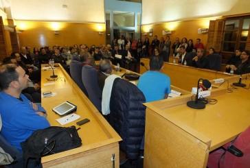 Instituciones y agentes sociales participan en la lluvia de ideas celebrada en el salón de plenos del Ayuntamiento de Guadix