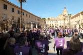 Las mujeres de Guadix toman las calles, alzan la voz y paran durante una hora por la igualdad