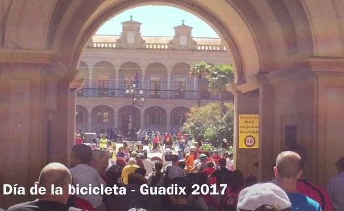 Buena participación y ambiente familiar en la XXX edición del Día de la Bicicleta celebrada este domingo en Guadix