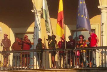 Guadix se inunda de color con el Cascamorras más participativo que se recuerda