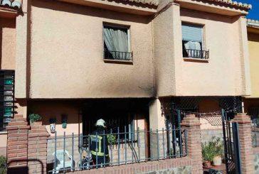 Los bomberos de Guadix controlan un incendio en la Barriada de Andalucía