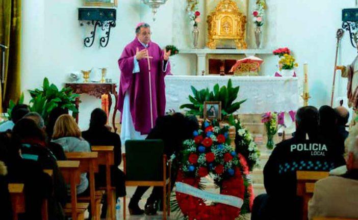 """""""No nos acostumbremos nunca a este tipo de muertes"""": Mons. Ginés García en el funeral por Pilar, última víctima de la violencia contra la mujer"""