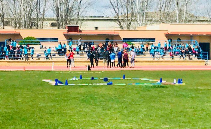 El colegio Padre Poveda celebra su segunda concentración escolar con todos los colegios accitanos en el polideportivo municipal