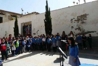 """Alumnado del Colegio de la Presentación y Medina Olmos celebran el Día del libro leyendo """"Rinconete y Cortadillo"""" en la biblioteca"""