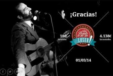 Mundo Chillón canta Guitarraman en sesión de micros abiertos