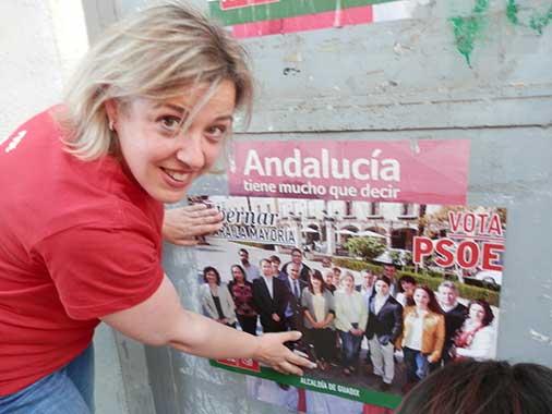 Pegada de carteles PSOE Guadix
