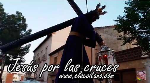 Jesús por las cruces