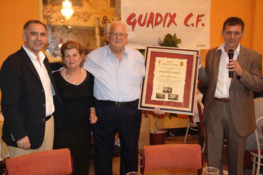 """Juan """"el tanke"""" presidente de honor del Guadix CF"""