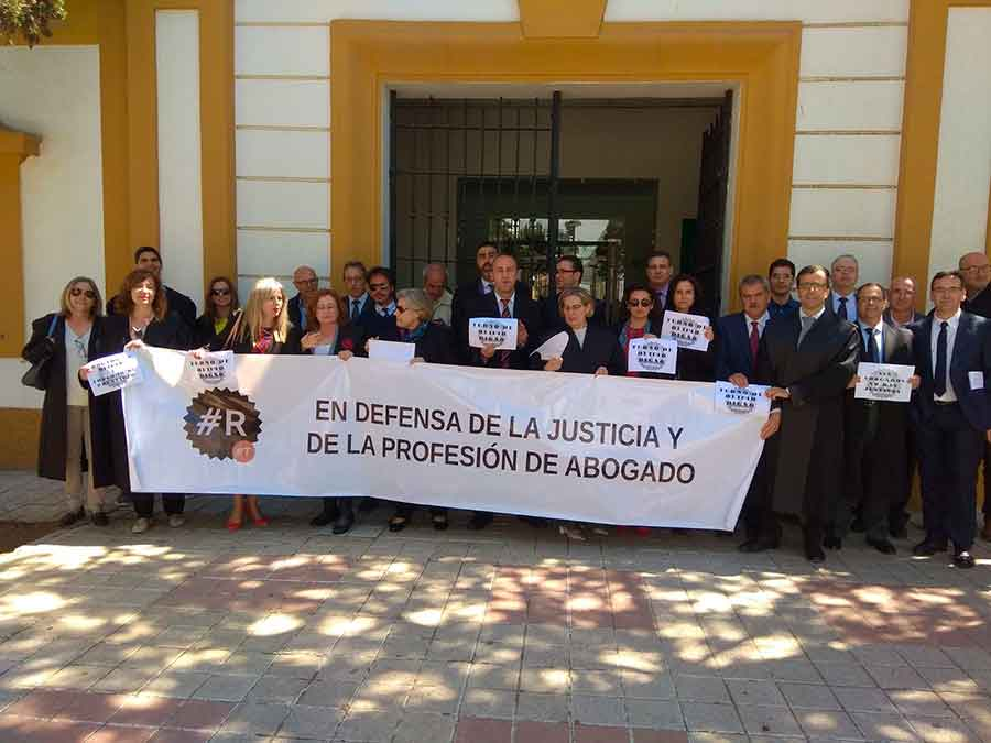 """Los abogados de Guadix se suman a la protesta nacional para """"dignificar"""" la profesión"""