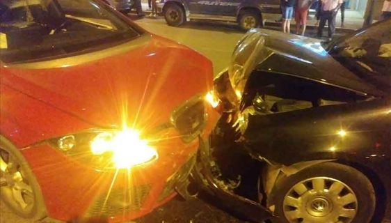 Accidente frontal en la Avenida Mariana Pineda