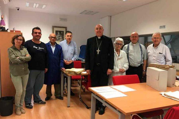 El obispo de Guadix, D. Francisco Jesús Orozco, visitó el Archivo Diocesano