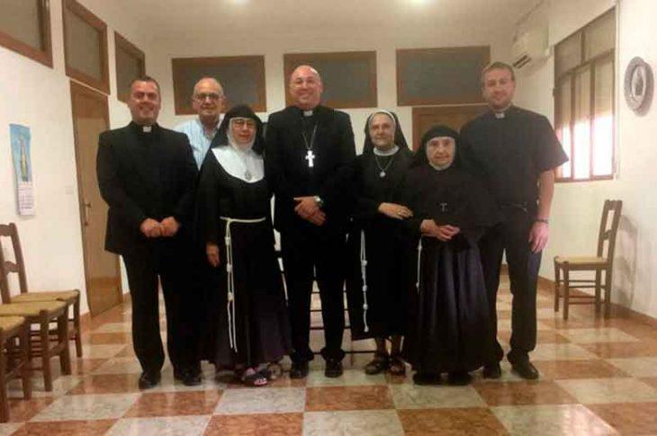 Reunion obispo con las Clarisas