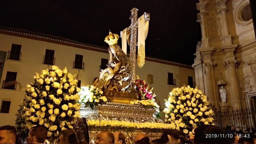 La Corporación Municipal acompaña un año más a la Virgen de las Angustias, Patrona de Guadix, en el desfile procesional por las calles accitanas