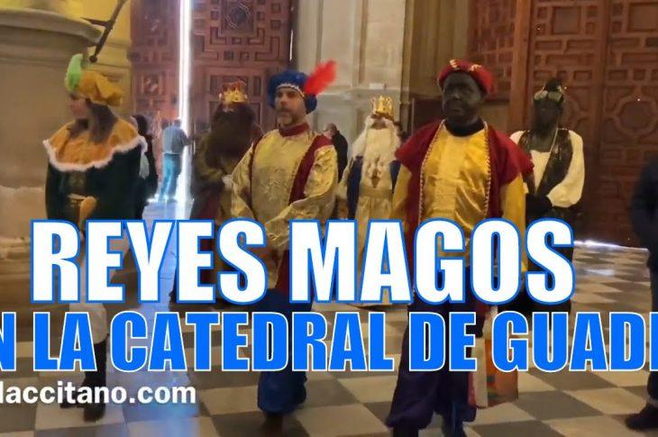 Los Reyes magos adoran al niño Jesús en la Catedral de Guadix