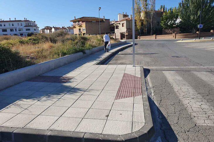 El Ayuntamiento de Guadix mejora la accesibilidad peatonal en la calle Diosa Isis