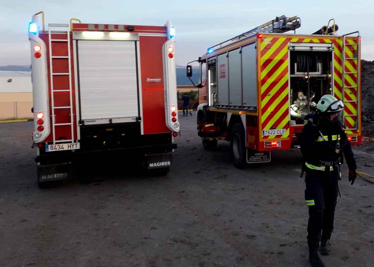 Tres heridos en un incendio de una vivienda situada en la cañada de Ojeda sofocada por los Bomberos de Guadix