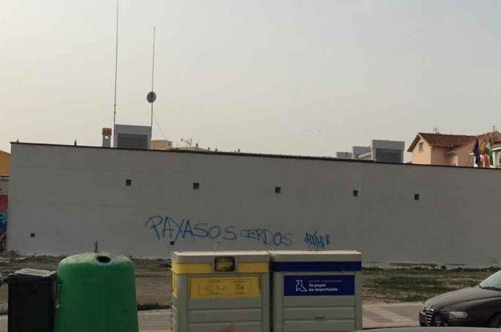 El Ayuntamiento de Guadix lamenta las pintadas que se están realizando en diferentes edificios de la ciudad y solicita la colaboración ciudadana para evitarlas