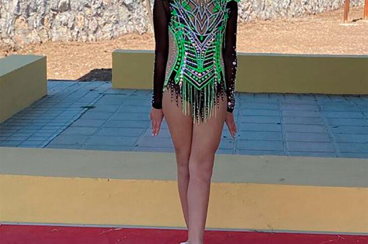 Cayetana Gallego por su medalla de plata en la primera cita del Circuito Provincial de Gimnasia