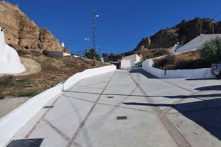 La reforma integral de una calle transversal de la Cañada de Gracia entra en su fase final
