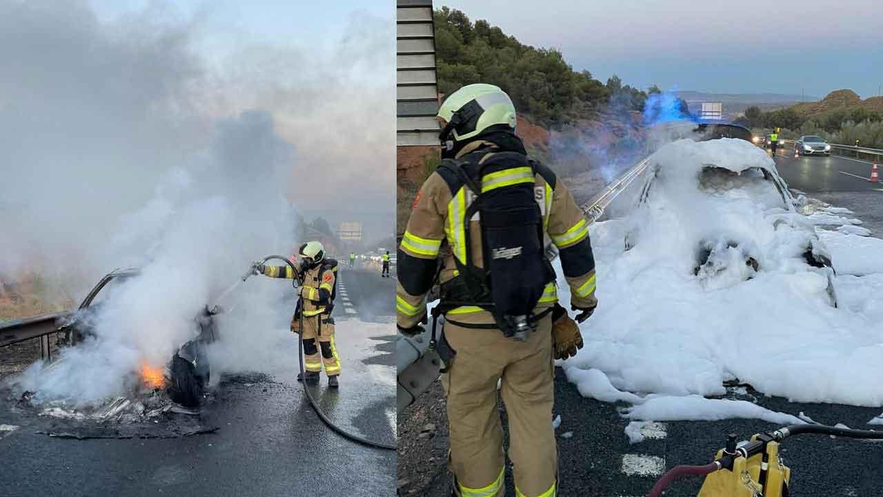 Bomberos de Guadix coche incendiado