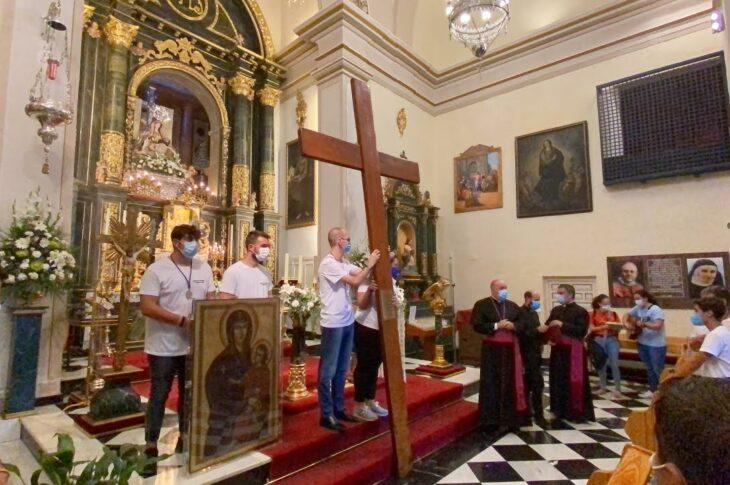 La Cruz de la JMJ dejó en Baza y en Guadix momentos de oración y emoción