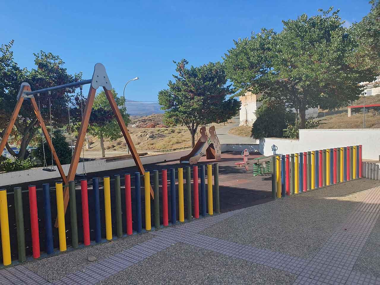 El Ayuntamiento de Guadix mejora el espacio público situado tras las antiguas escuelas de Paulenca