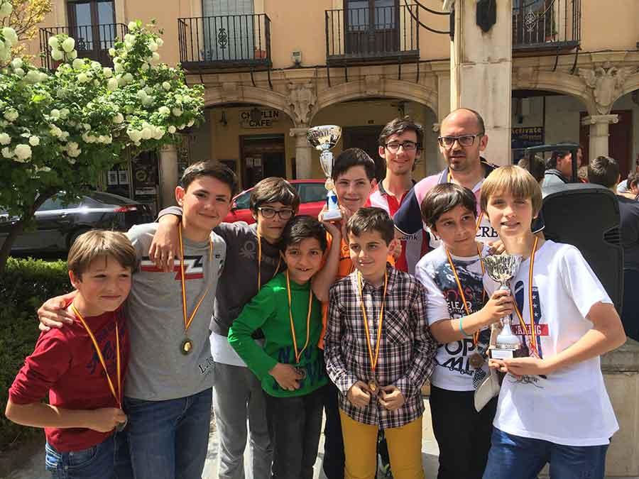 Primeros por equipos II torneo de ajedrez del Colegio de La Presentacion